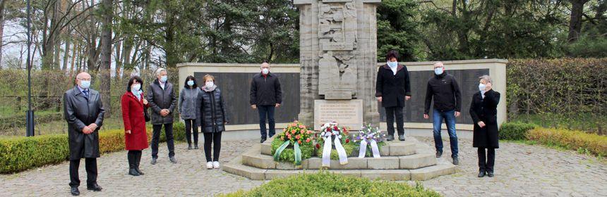 Gedenkveranstaltung zum 76. Jahrestag der Lagerbefreiung in Neuburxdorf